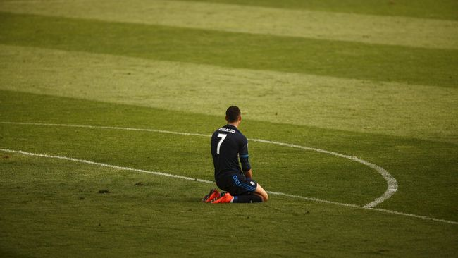 Kiper malaga, Iidris Kameni menjadi pahlawan bagi timnya karena mampu menepis penalti serta tendangan bebas Cristiano Ronaldo.
