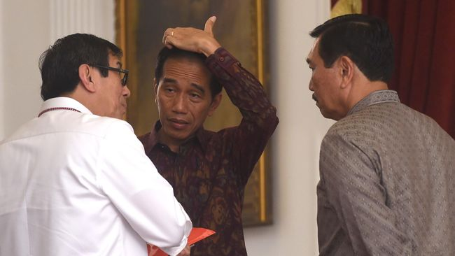 Peneliti Imparsial meminta Jokowi perlu mempertimbangkan posisi Yasonna Laoly menyusul desas desus reshuffle usai insiden Lapas Tangerang.