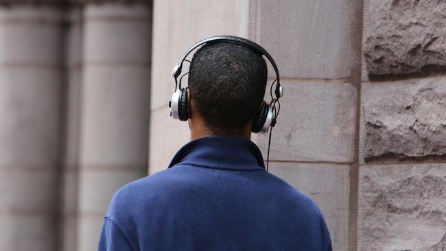 Selain menjadi dorongan semangat sehari-hari, musik juga memiliki sejumlah manfaat penting yang berpengaruh pada kesehatan tubuh.