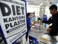 Indomaret dan Alfamidi Masih Gratiskan Kantong Plastik