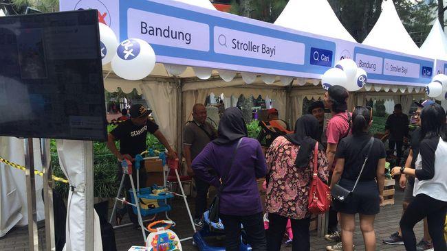 Pasar OLX adalah ajang temu para penjual dan pembeli barang bekas. Di Jakarta, ada sejumlah artis yang berpartisipasi dalam acara ini.