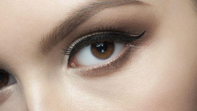 Sama seperti rambut, alis mata juga bisa beruban. Berikut cara alami untuk atasi alis beruban: