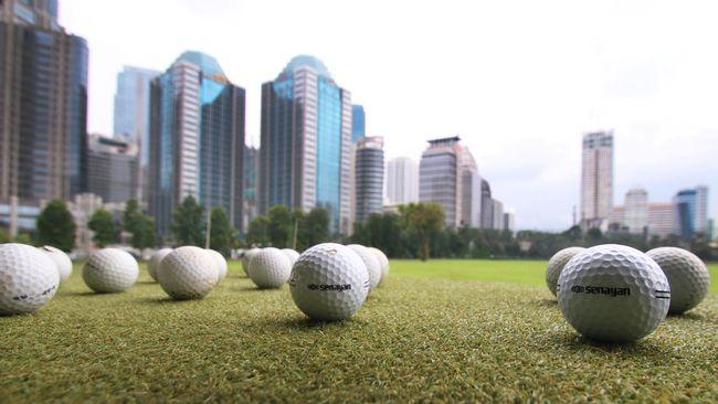 Jakarta, Bali dan Kepulauan Riau bisa dibilang surganya lapangan golf. Tapi, di Pasuruan juga ada dua lapangan golf berpemandangan cantik.