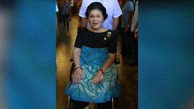 Pengadilan Filipina memerintahkan penangkapan Imelda Marcos setelah mantan ibu negara itu dinyatakan bersalah atas tujuh dakwaan korupsi.