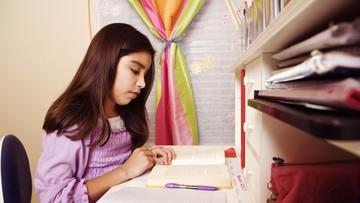 Mengenal Prinsip 5F Saat Temani Anak Mengerjakan PR