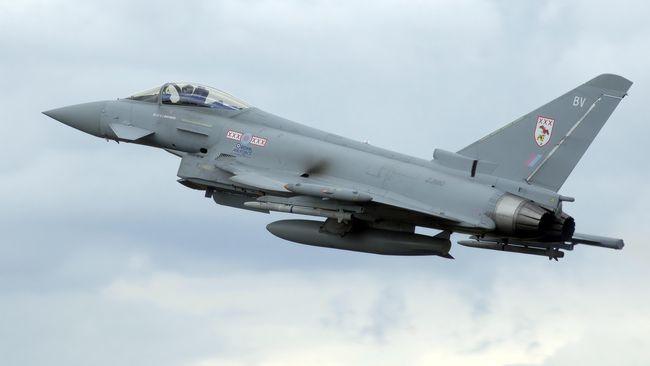Eurofighter Typhoon merupakan jet yang dirancang empat negara Eropa yakni Inggris, Jerman, Italia, dan Spanyol.