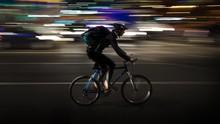 Cara Pengendara Antisipasi Pesepeda yang Gowes Malam Hari