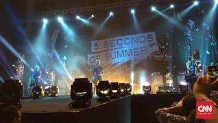 Kenangan Masa Lalu 5 Seconds of Summer di Video Musik Old Me