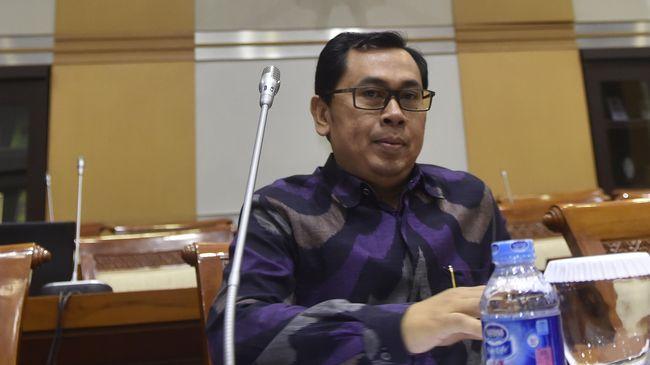 Stafsus Menkeu, Yustinus Prastowo, mengingatkan Veronica Koman untuk memenuhi komitmennya mengembalikan dana beasiswa karena tidak kembali ke Indonesia.