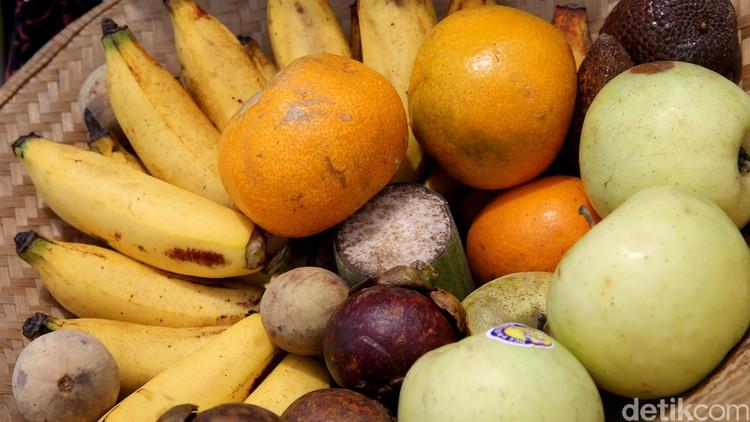 Bunda perlu tahu nih, ada lima cara menyimpan sayur dan buah di kulkas agar segarnya awet. Simak bersama yuk.