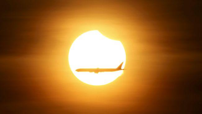Analisis astronom dari UC Berkeley membuat model matematika untuk hipotesis mengenai jumlah matahari yang lebih dari satu sejak 'kelahirannya'.