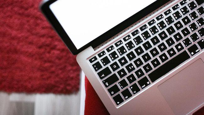 Ada langkah-langkah yang bisa menjadi pertolongan pertama untuk barang-barang elektronik seperti smartphone atau laptop yang terendam air.