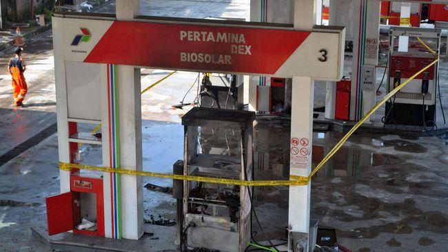 Pertamina menutup operasional SPBU MT Haryono untuk sementara waktu sembari menunggu hasil investigasi penyebab mobil tangki yang terbakar.