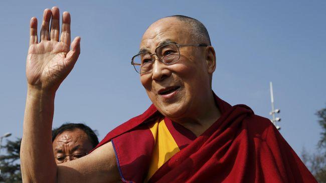 Pemimpin spiritual Tibet, Dalai Lama ke-14, dibolehkan pulang setelah dirawat di rumah sakit di New Delhi, India karena infeksi dada.