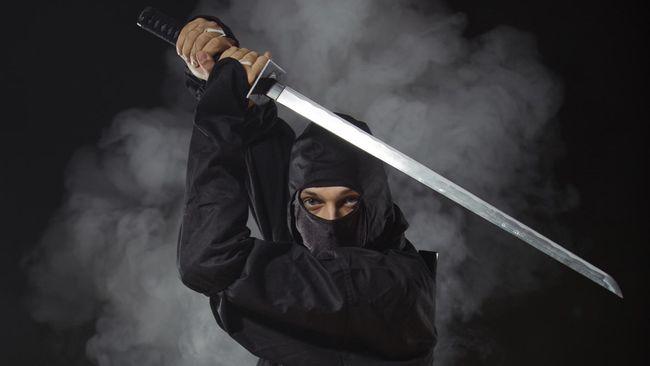Ninja with sword at night in smoke. (slavazyryanov/thinkstockphotos)