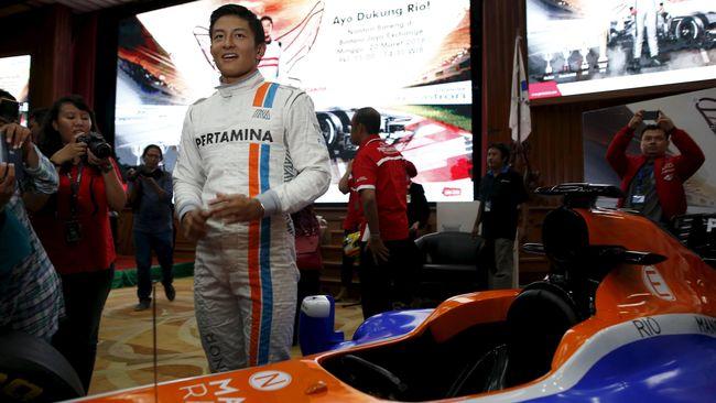 Tim yang dibela Rio Haryanto, Manor Racing, menjadi satu-satunya tim di Formula 1 yang memilih empat set ban tipe medium.