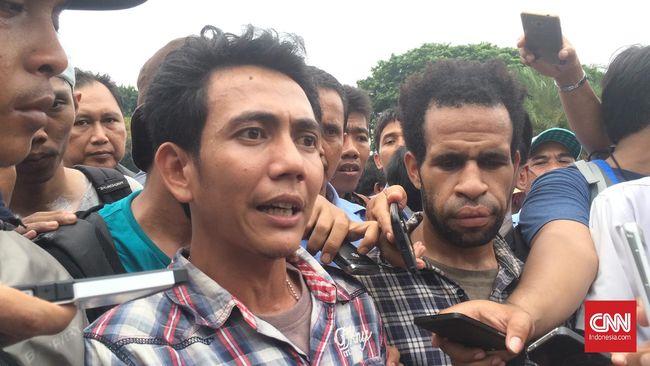 Pemerintah meminta waktu 15 hari dalam merespons tuntutan massa pengunjuk rasa yang menghendaki penutupan operasional jasa transportasi berbasis aplikasi.
