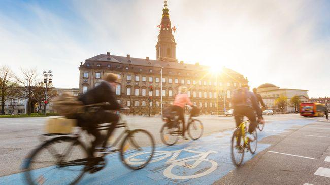 Sama-sama berada di Skandinavia, tapi Denmark juga tidak kalah keren dengan Swedia. Negara ini juga punya banyak objek dan atraksi wisata yang menarik.