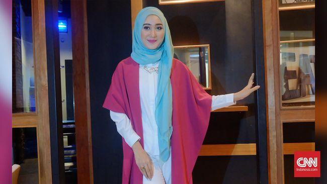 Desainer Dian Pelangi menjadi salah satu korban banjir di Jakarta pada Sabtu (20/2) kemarin, dan mengaku mengalami thalassophobia.