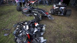 Kala Mobil Alonso Dibuat Berkeping-keping
