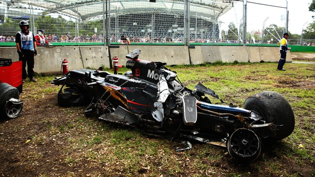 Fernando Alonso mengaku beruntung selamat dari kecelakaan parah di GP Australia. Dokter menyatakan pebalap Spanyol itu baik-baik saja.
