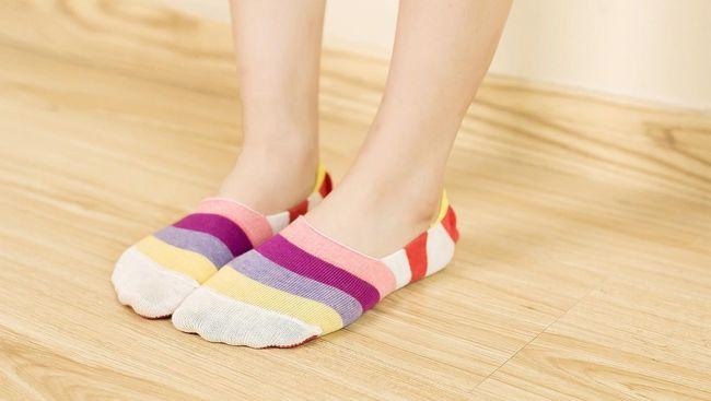 Memakai kaus kaki saat tidur memberikan banyak manfaat, dari menghangatkan tubuh hingga mendapatkan seks berkualitas.