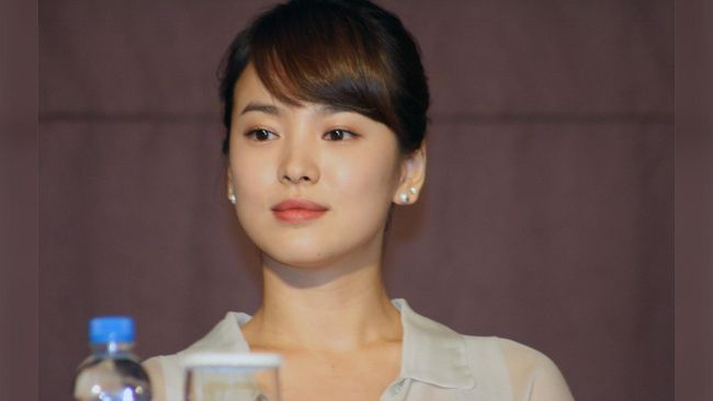 Berikut 5 rekomendasi drama Korea yang dibintangi Song Hye Kyo dengan plot cerita menarik dan paling hits di masanya.