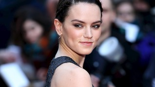 Gaduh Gaun Hitam Daisy Ridley di Karpet Merah 'Star Wars'
