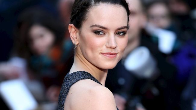 Gaun nilon hitam yang dikenakan Daisy Ridley saat pemutaran perdana Star Wars: The Last Jedi di London dinilai mirip kantong plastik sampah hitam.