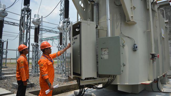 Cuaca ekstrem di Samosr, Sumut, membuat sejumlah bangunan rusak dan 73 gardu listrik mati.
