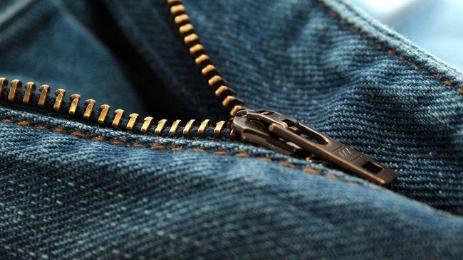 Publik Jepang kebingungan dengan sebuah inovasi ritsleting celana pria yang dirilis baru-baru ini. Ritsleting bagian 'pribadi' itu begitu menarik perhatian.