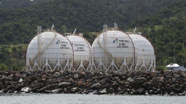 Target produksi baja sebanyak 20 juta ton sampai tahun 2020 akan ditopang oleh komitmen Presiden Joko Widodo menurunkan harga gas bagi industri.