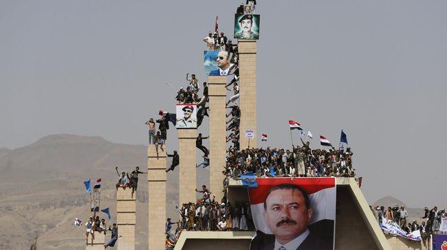Pemimpin partai dan orang kuat mantan Presiden Yaman Ali Abdullah Saleh memastikan Saleh telah tewas ditembak pemberontak Houthi.