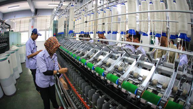 Awan mendung tengah menyelimuti industri tekstil Indonesia. Hal itu juga mendera PT Delta Merlin Dunia Tekstil (DMDT) yang ditengarai kesulitan likuiditas.