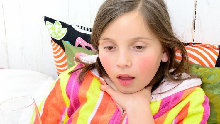 ilustrasi anak sakit tenggorokan
