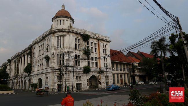 Selain banyak bangunan berasitektur indah, kawasan Kota Tua juga bernilai sejarah tinggi, karena tengah diusulkan sebagai Situs Warisan UNESCO 2017.