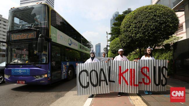 Berdasarkan catatan Walhi ada 10 PLTU Batu Bara di sekitar Jakarta, termasuk dari wilayah Banten yang menyumbang hingga 30 persen tingkat polusi udara Jakarta.
