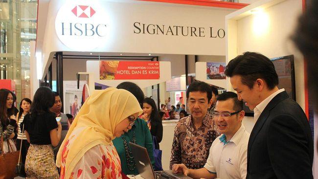 Jelang penutupan, sebanyak 70 karyawan yang emoh bergabung di PT Bank HSBC Indonesia akan di-PHK. Saat ini, mereka sedang menjalani masa skors.