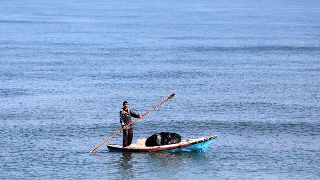 Setelah sebelumnya melarang nelayan Jalur Gaza berlayar lebih dari 10 kilometer, Israel melonggarkan aturan itu kini menjadi maksimal 15 kilometer.