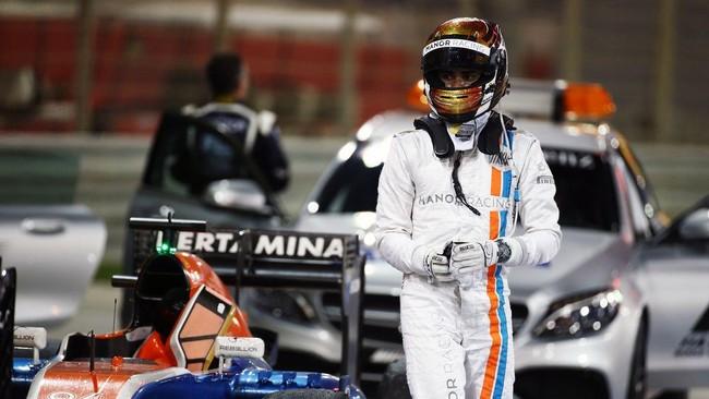 Setelah menjadi pebalap Formula 1 pertama dari Indonesia, Rio Haryanto menjadi pebalap pertama yang melewati garis finis di ajang balap jet darat.