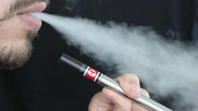 Seorang pria berusia 18 tahun di Belgia meninggal akibat kegagalan pernafasan terkait vaping dan campuran berbagai produk berbahaya di dalam rokok elektrik.