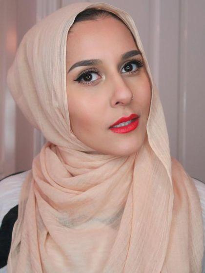 Video Dina Tokio Viral alasannya ialah Reaksi Lucunya Saat Baca Komentar Islamophobia