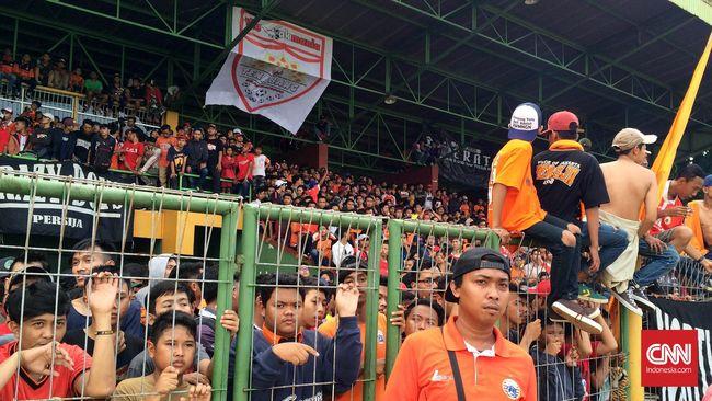 Direktur Utama Persija Jakarta, Gede Widiade, mengaku kecewa dengan tindakan yang dilakukan oknum suporter The Jakmania yang berbuntut sanksi dari PSSI.