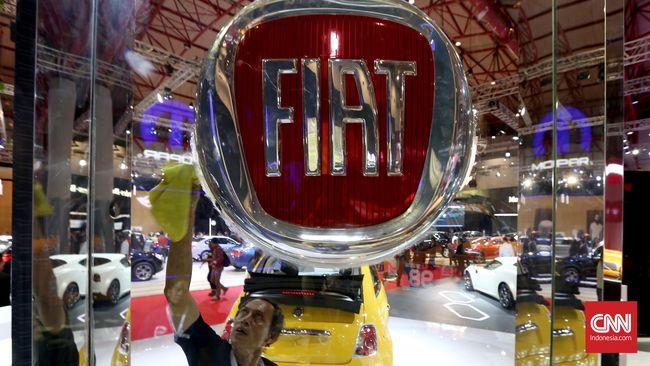 Fiat Chrysler meminta seluruh karyawan global rela pemotongan gaji demi menyelamatkan perusahaan dari efek virus corona, dimulai dari sang CEO.