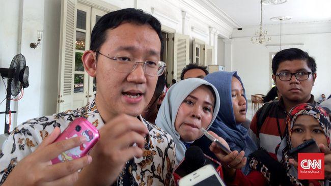 Sunny Tanuwidjaja, Staf Gubernur DKI Jakarta Basuki Tjahaja Purnama alias Ahok, mengakui telah sering mengatur pertemuan antara Ahok dengan Aguan.