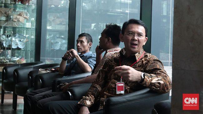 Fadli Zon menilai, klarifikasi soal isu melindungi Gubernur Ahok harus dilakukan Presiden Jokowi karena telah meresahkan publik.