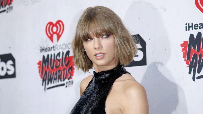Taylor Swift dituding mencuri 20 persen dari lagu 'Plays Gon' Play' untuk tembang hitnya yang dirilis pada 2014 lalu, 'Shake It Off.'