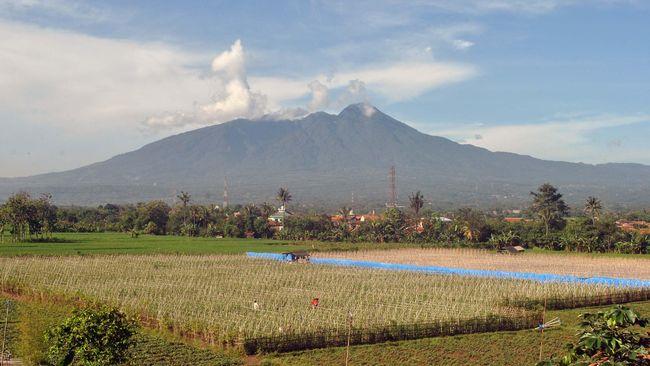 PVMBG menyebut tak ada peningkatan status vulkanis Gunung Salak dan tak ada pengaruh dari status gunung api lainnya.