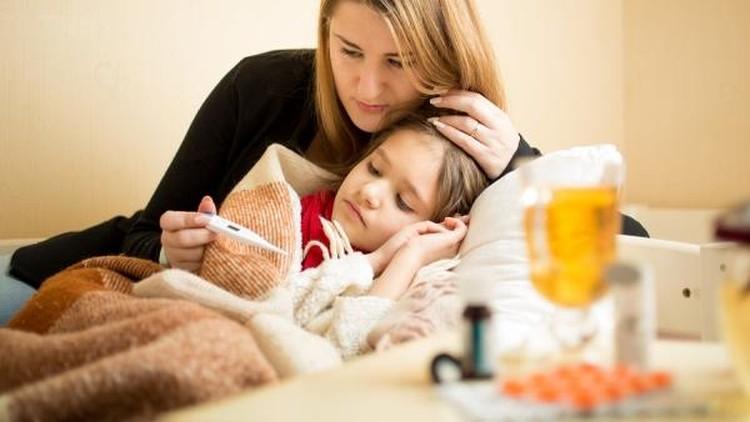 Bun, pemberian madu bisa bantu mengatasi batuk dan pilek pada anak-anak lho.