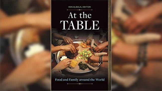 Buku ini berisi kebiasaan makan di Eropa, Asia, Timur Tengah, Afrika, dan Amerika.